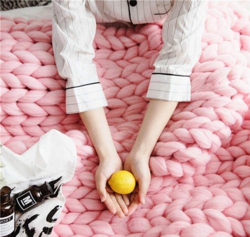Clootess Chunky Knit Pink Throw Blanket Yarn Large Knit Blanket